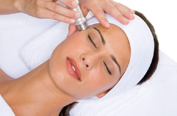 Wafi Mall - Multi-Peel Sapphire Microdermabrasion & Oxygen Infusion Facial